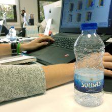 La importancia de beber agua en las horas de trabajo